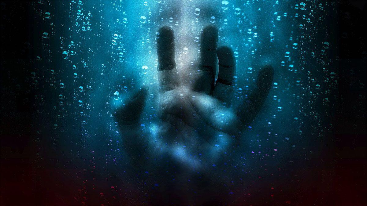 maedchen traurig hand vor gesicht