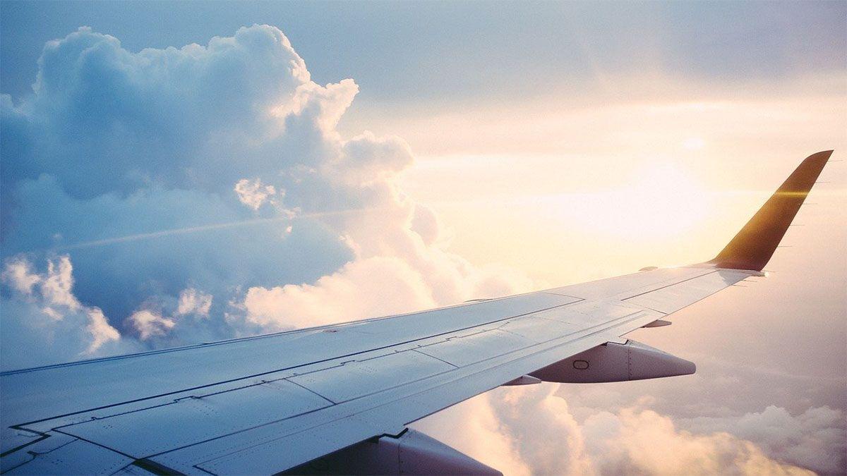 flugzeugfluegel sonnenschein wolken