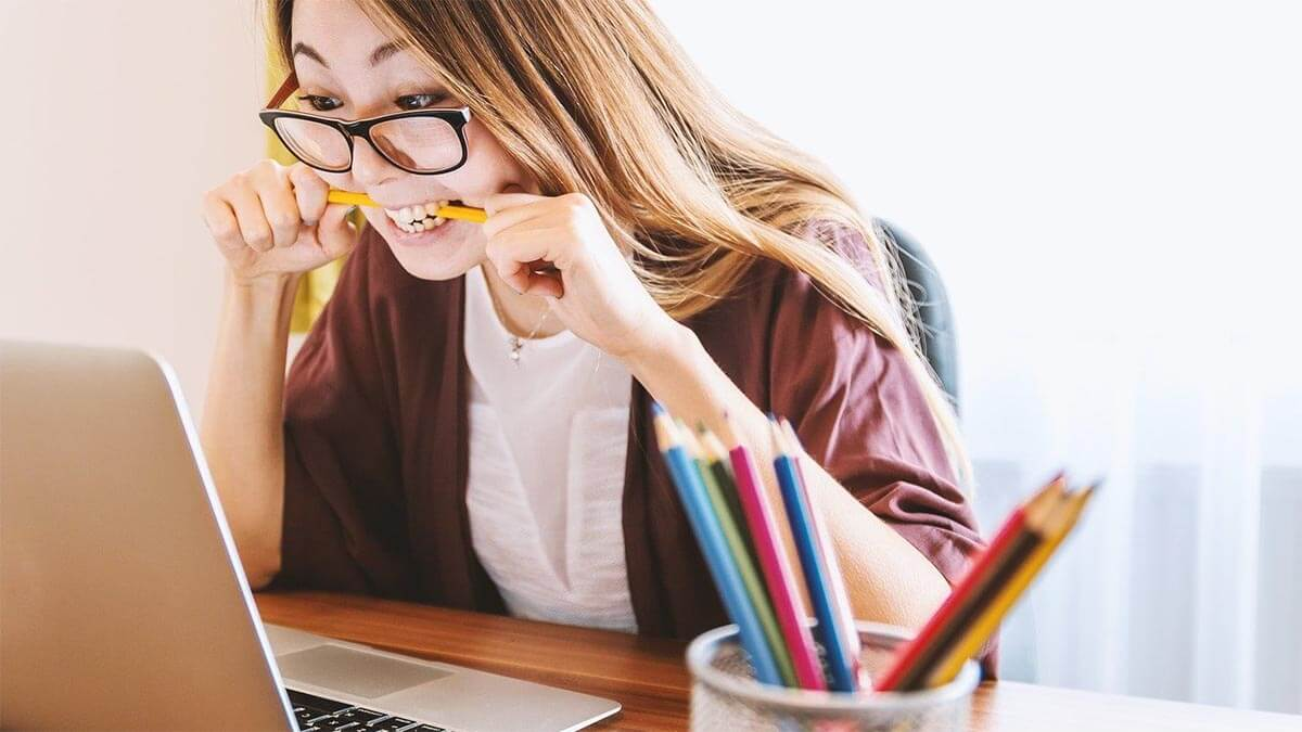 frau-unmotiviert-beim-lernen