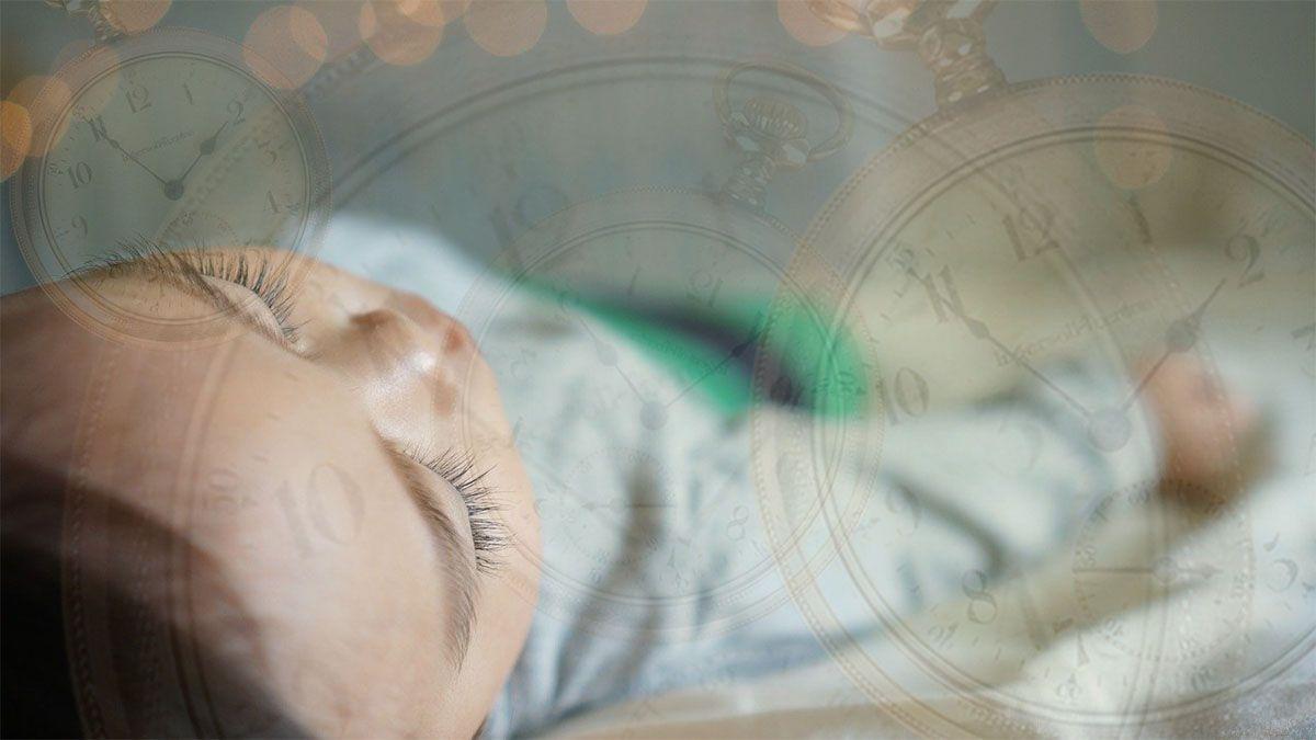 kind-hypnotisiert-uhren