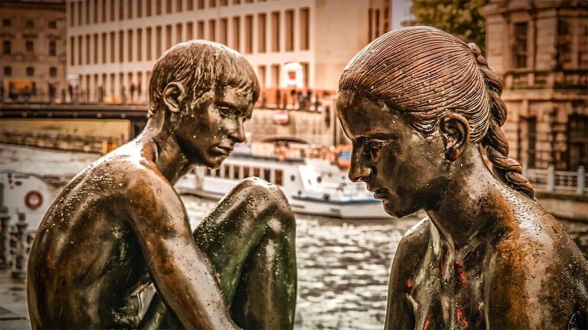 koerper-bronzefiguren