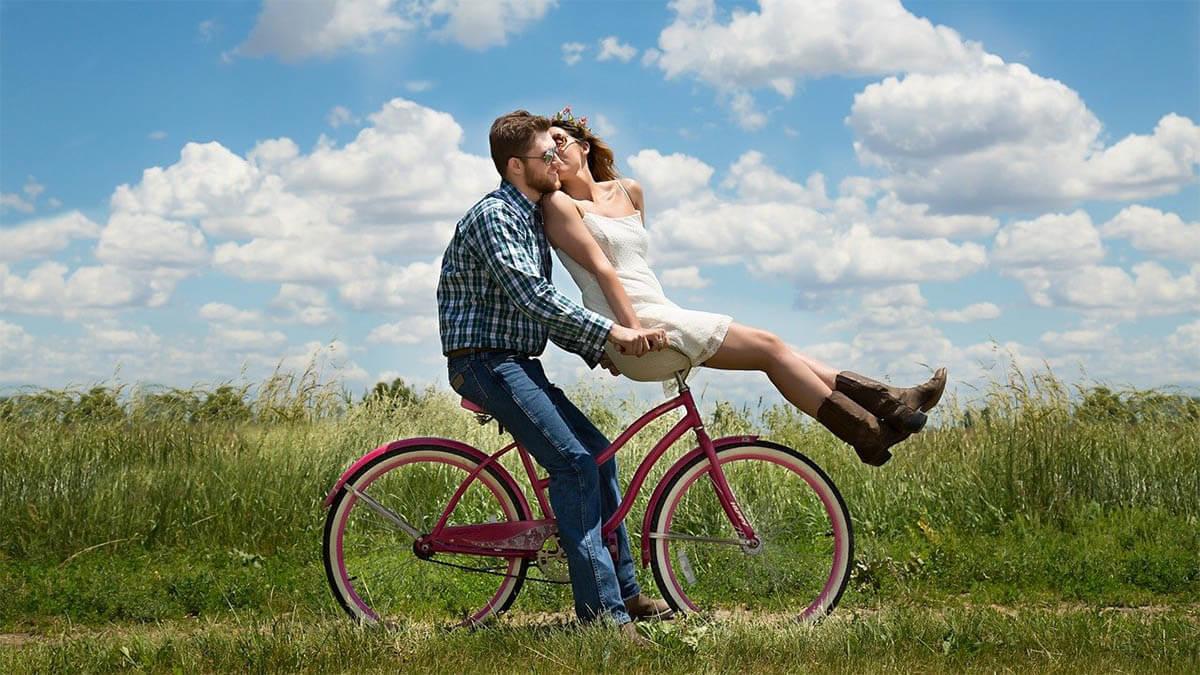 liebespaar-auf-fahrrad