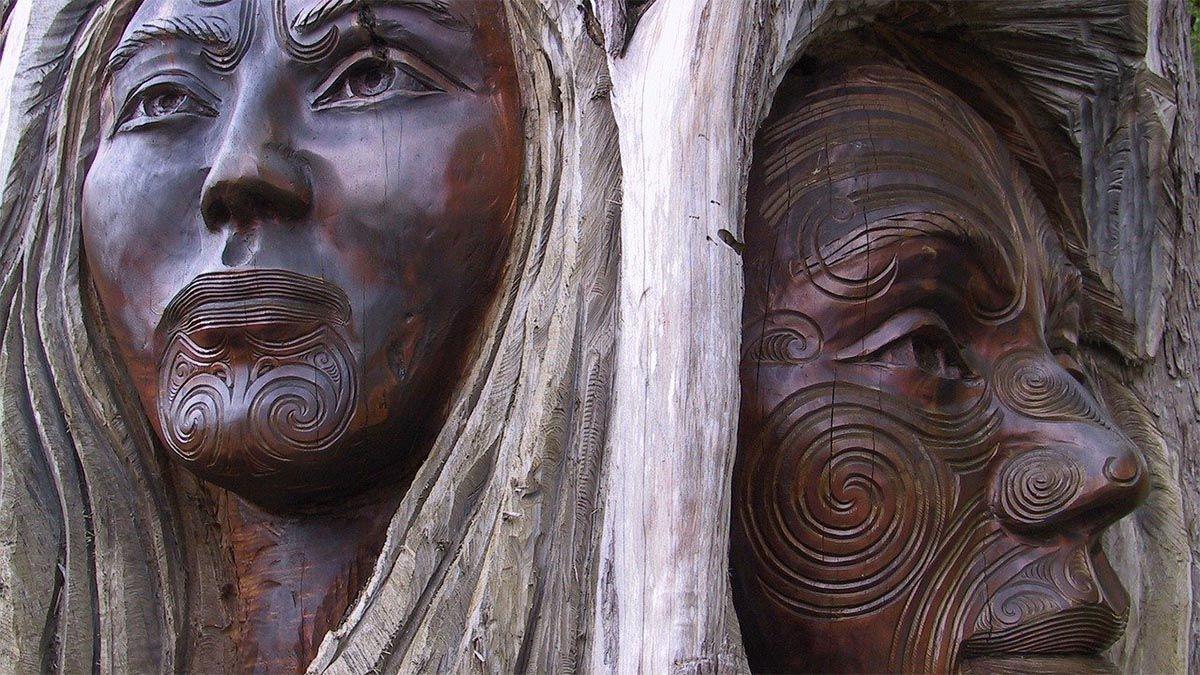 maori-neuseeland-holzschnitzereien