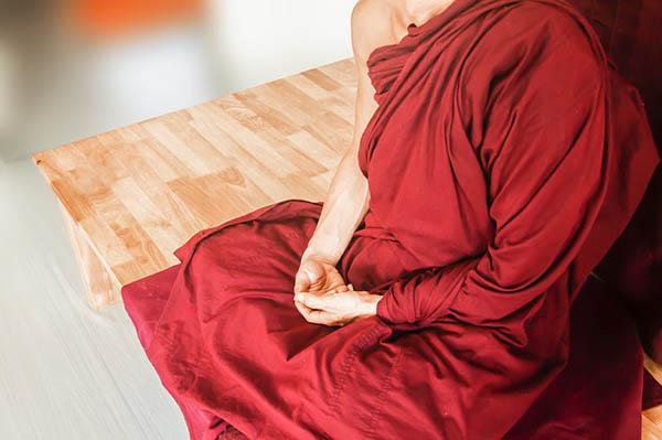 meditation 2 moench meditiert klein