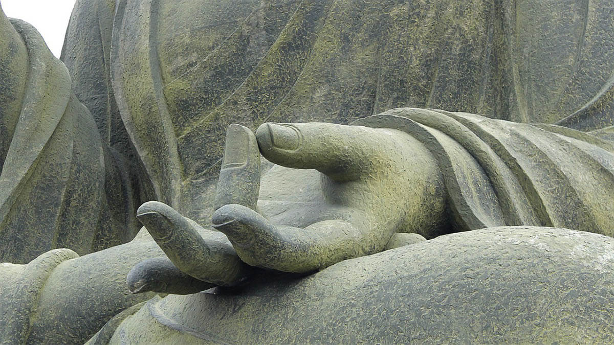 meditation-buddha-statue-hand