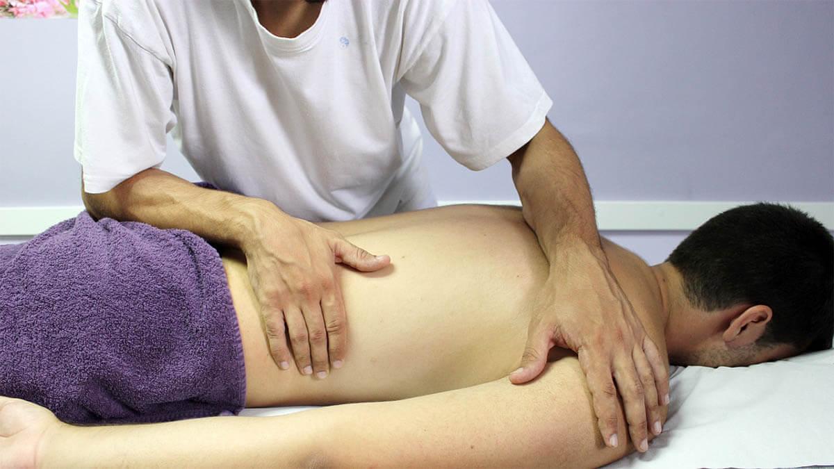 osteopathie-massage-ruecken