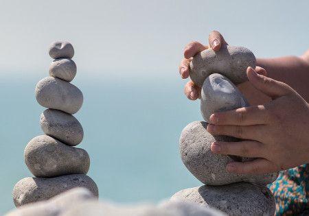 steine-ins-gleichgewicht-bringen