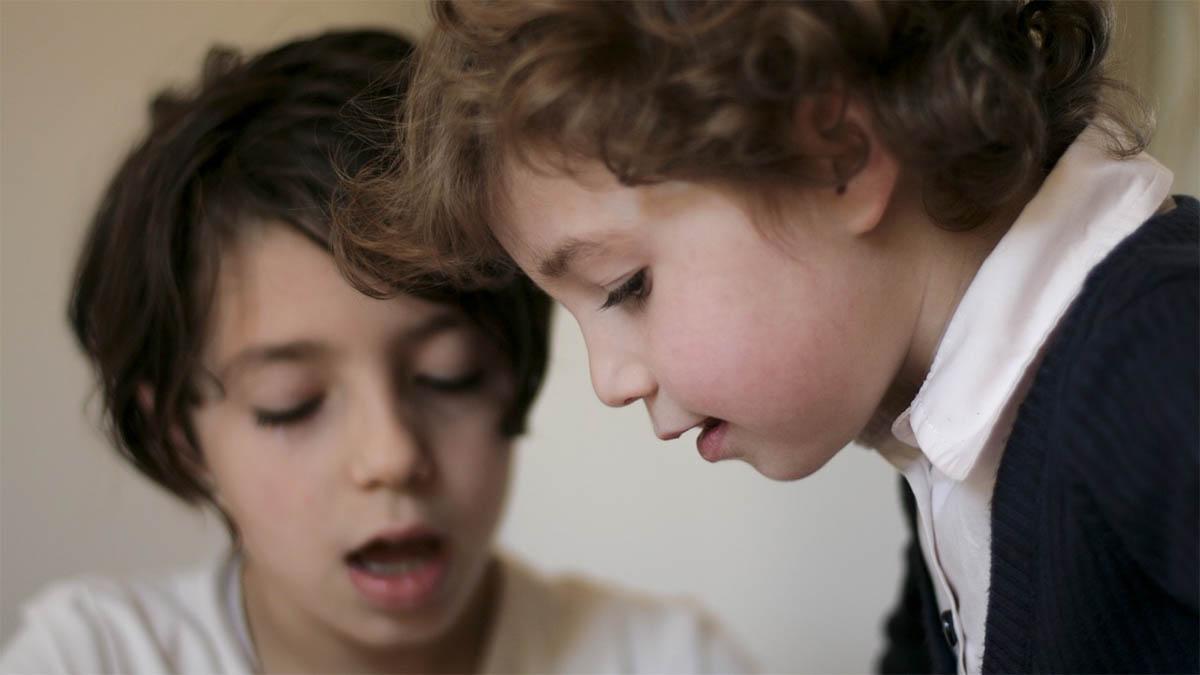 arbeitende-kinder-konzentriert