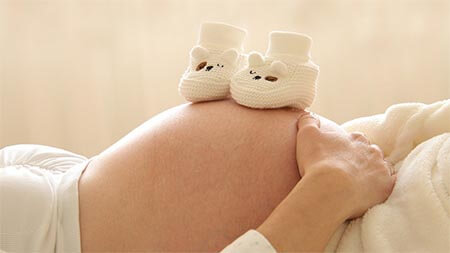 babybauch-kinderschuhe