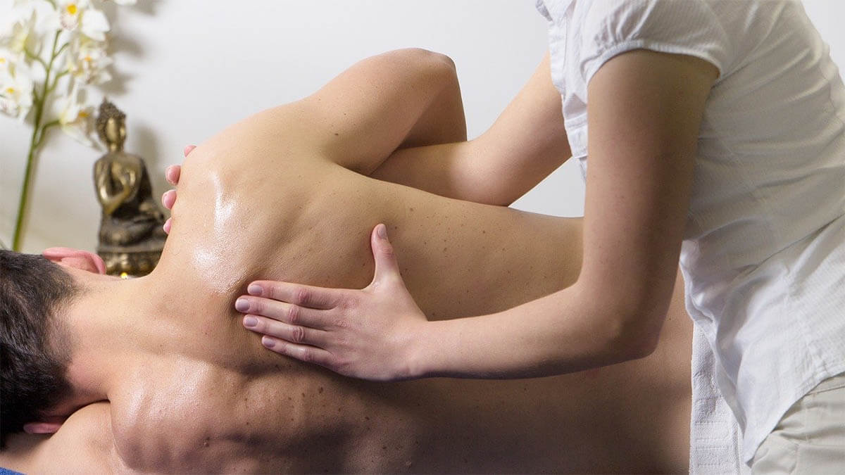 chiropraktiker-ruecken-einrenken