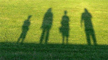 familie-schatten-rasen