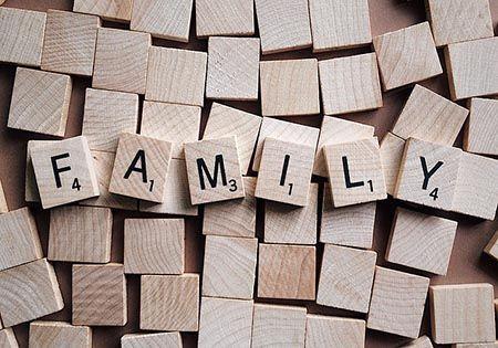 family schriftzug holz