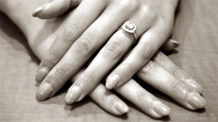 fingernaegel-frau