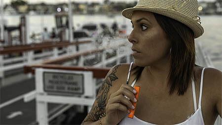 frau-e-zigarette