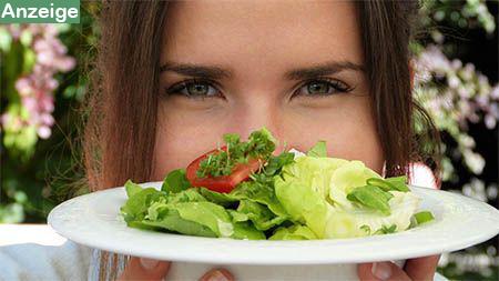 frau-salatteller