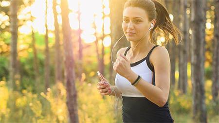 frau-joggen-sonnenschein