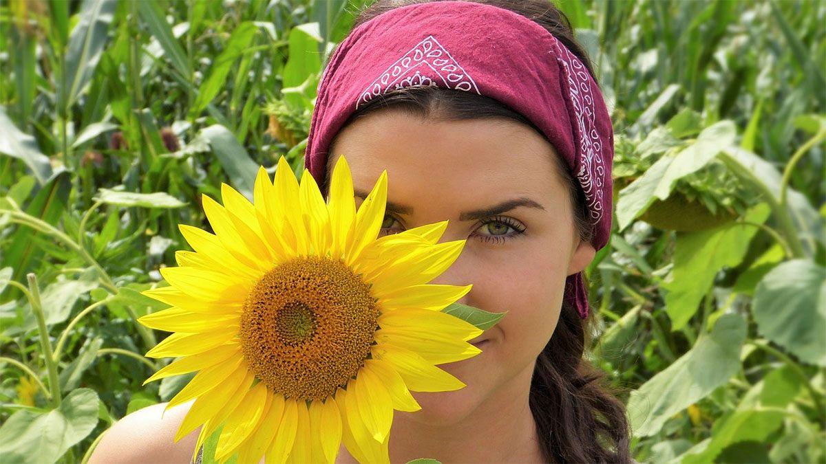frau-sonnenblume-freude-schoen