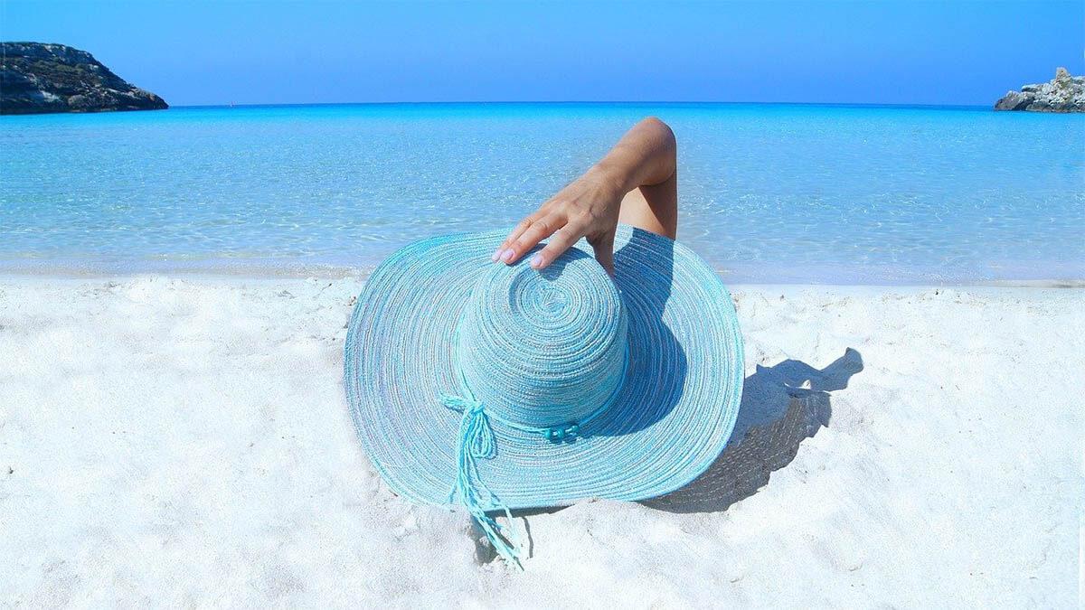 frau strand hut sommer
