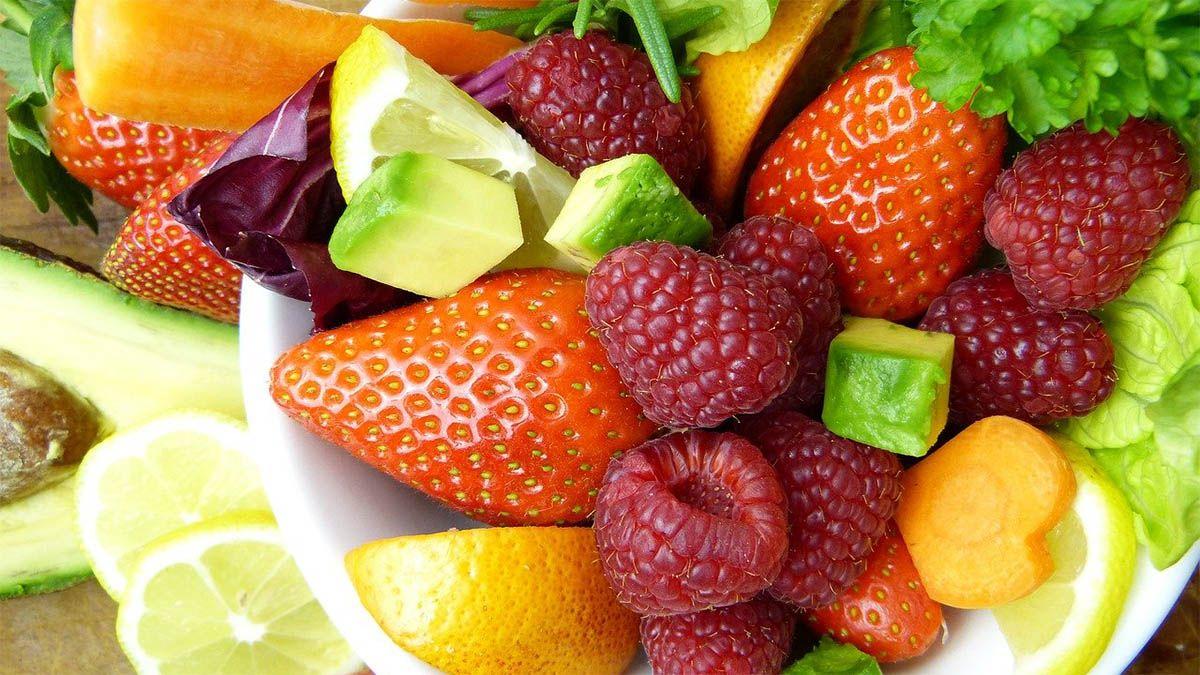 fruechte-himbeeren-erdbeeren-zitronen-limetten