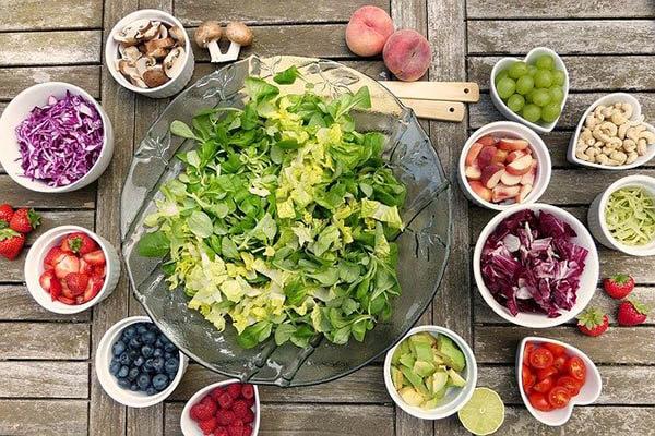 gemuse fruechte nuesse gesundes essen klein