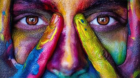gesicht-mit-vielen-farben