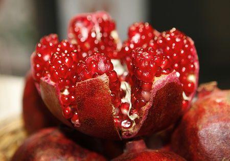 granatapfel offen fruchtig