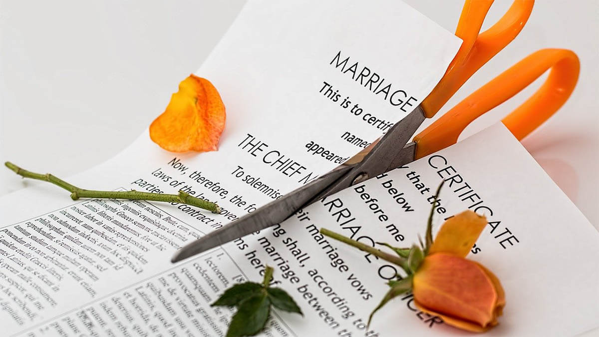 heiratsurkunde zerschnitten