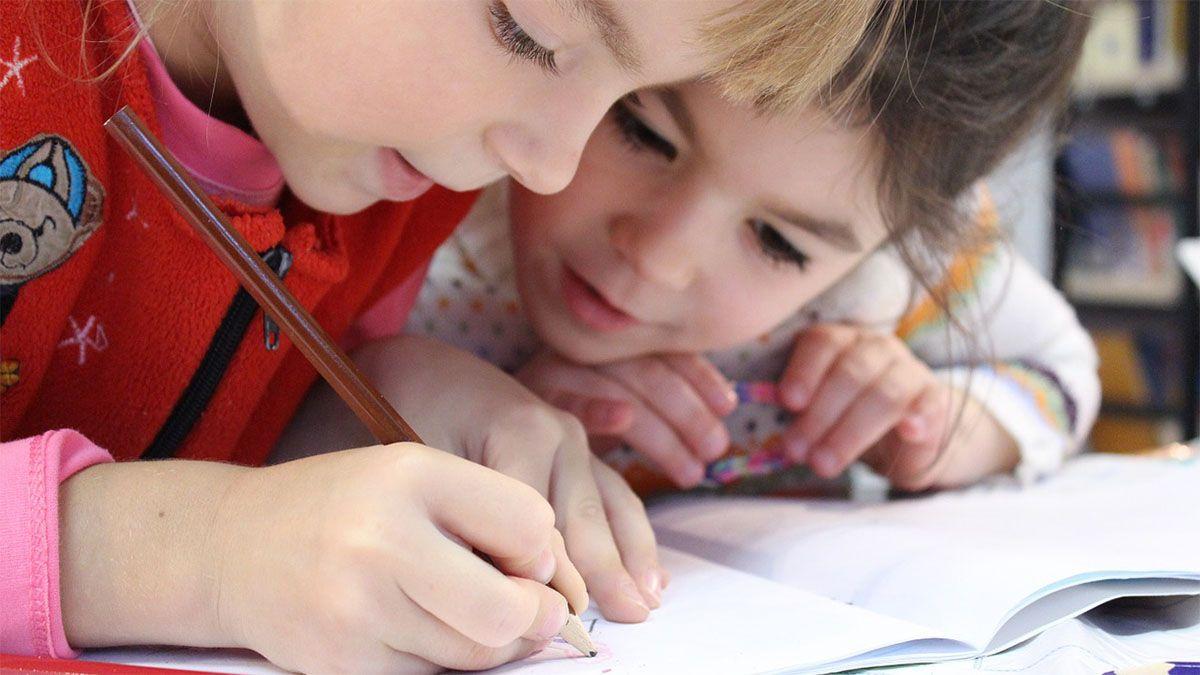 kinder-lernen-schreiben