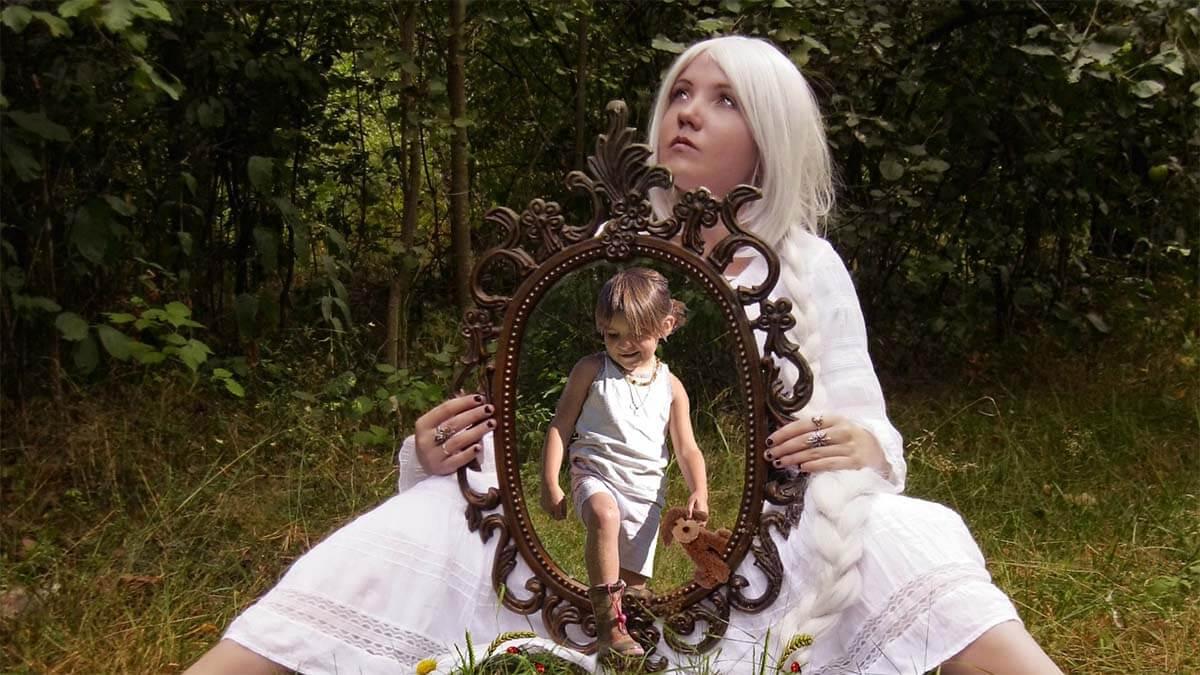 maedchen spiegel kind