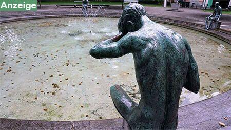 mann-statue-wasser