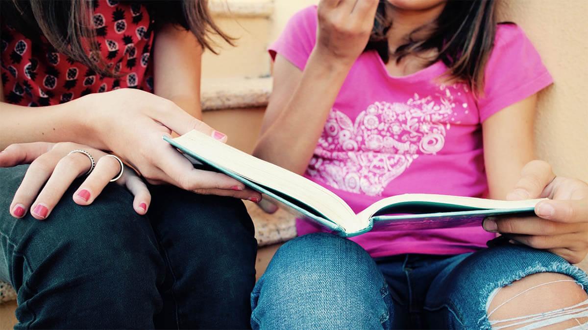mutter-kind-lernen-lesen