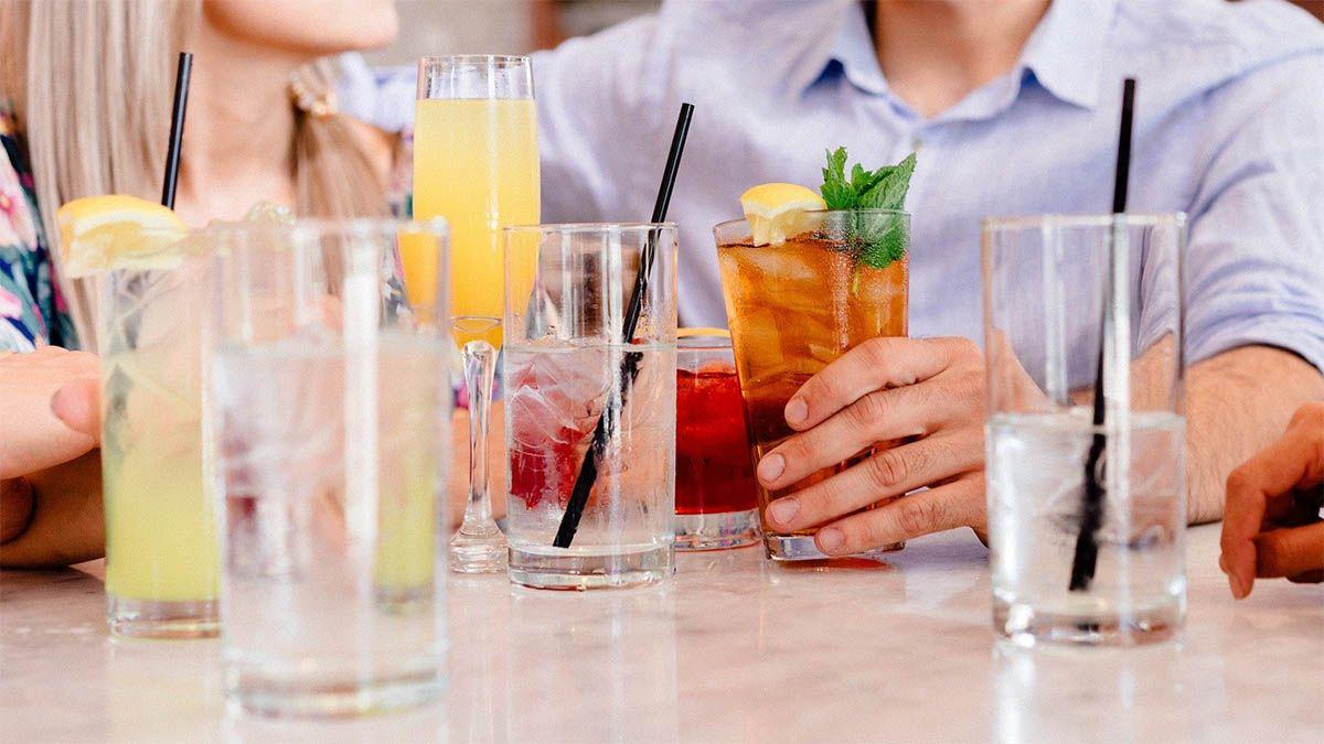 party freunde trinken