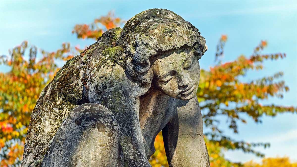 statue-schmerzen-leiden