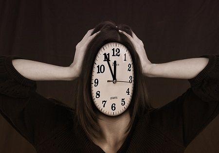 stressmanagement-kopf-uhr-5-vor-12