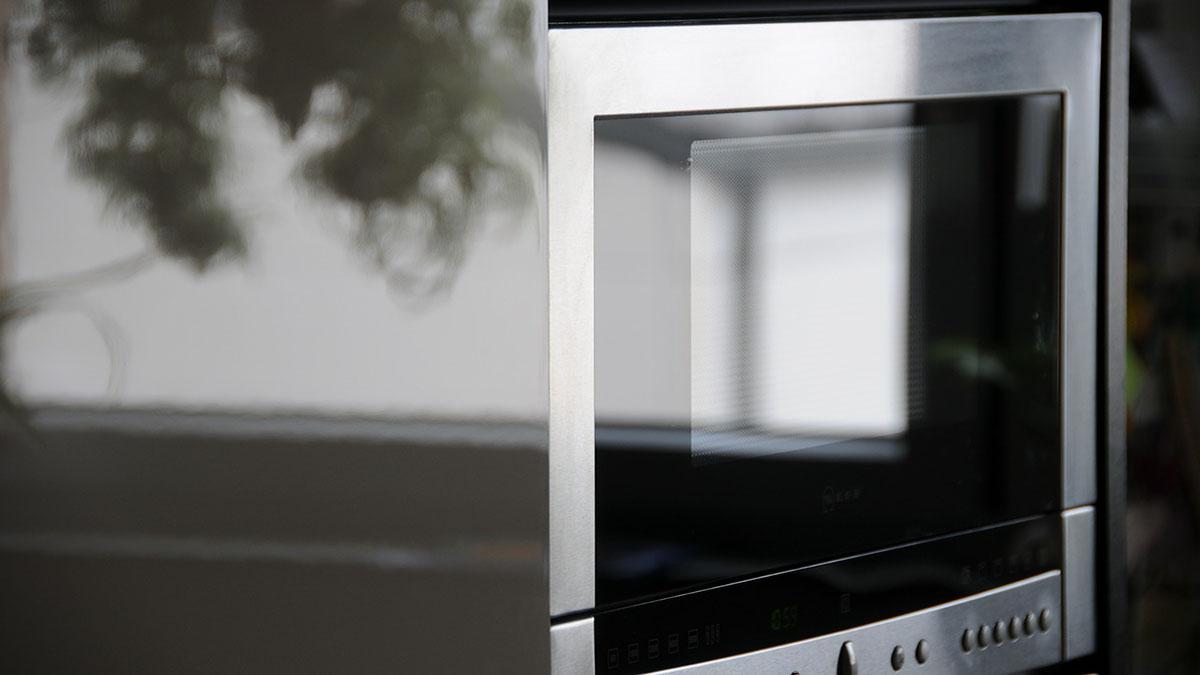 mikrowelle reinigen ohne viel kraftaufwand und giftige reinigungsmittel. Black Bedroom Furniture Sets. Home Design Ideas